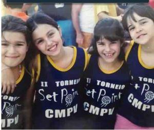 Captura foto Instagram Paulinha Melichar 25mar15 equipe torneio CMPV Luana Bianca Paula e Carol Mello